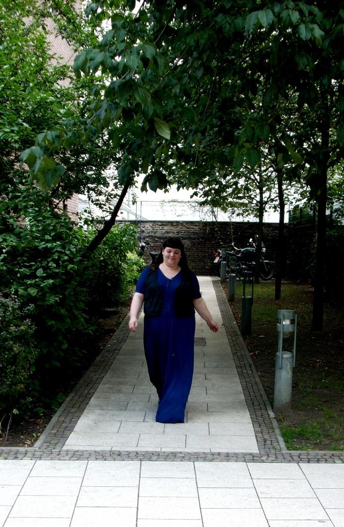 Blaues Kleid in Plus Size
