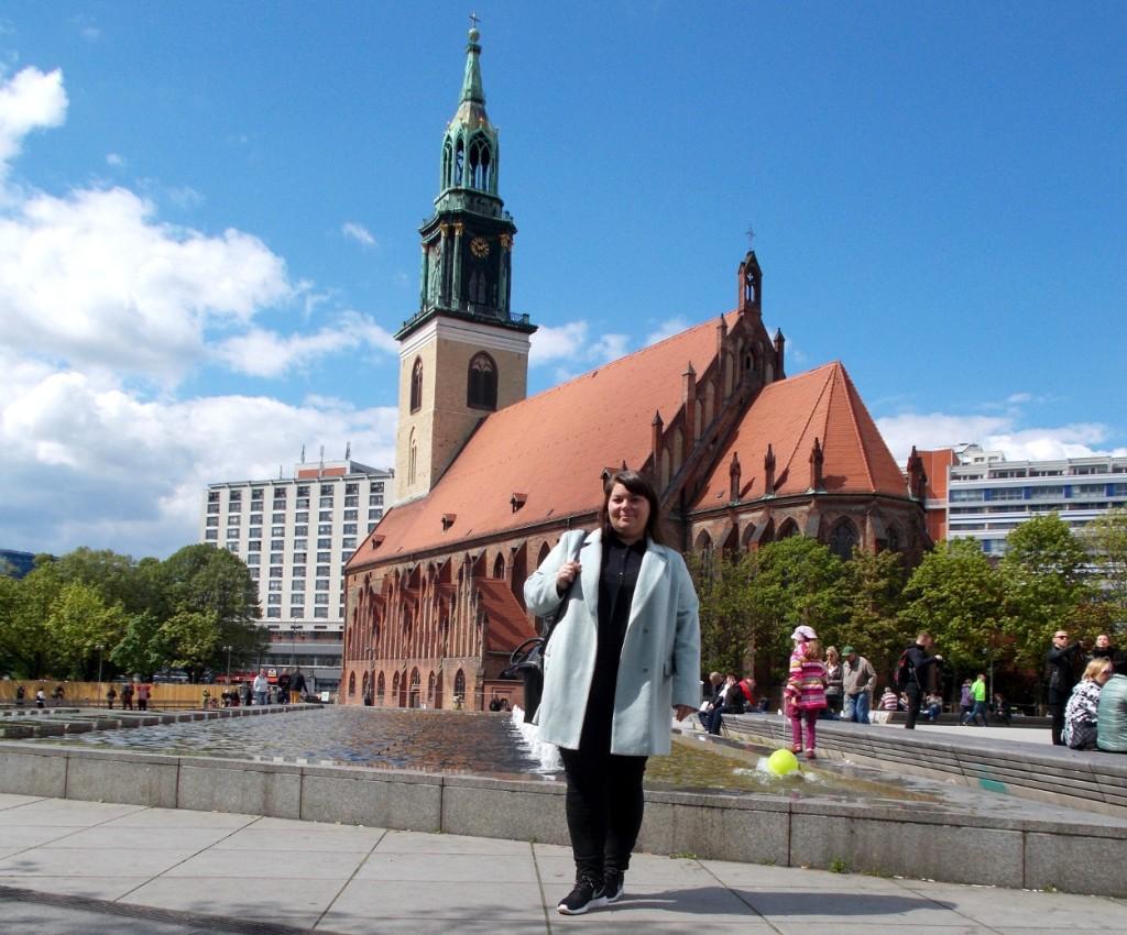 Katrin vor der Marienkirche