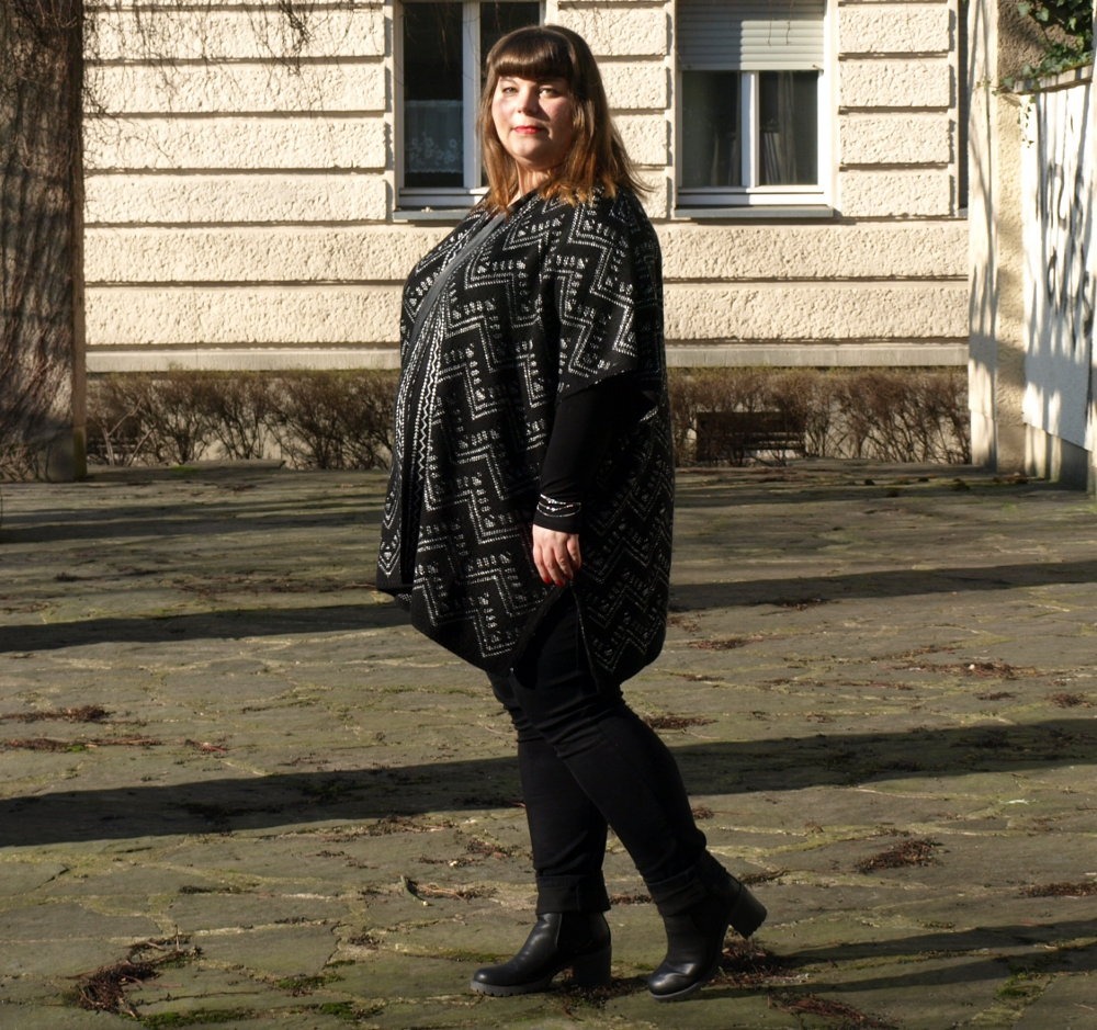 Plus Size Outfit mit Poncho