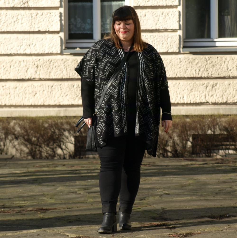 Poncho Plus Size Outfit