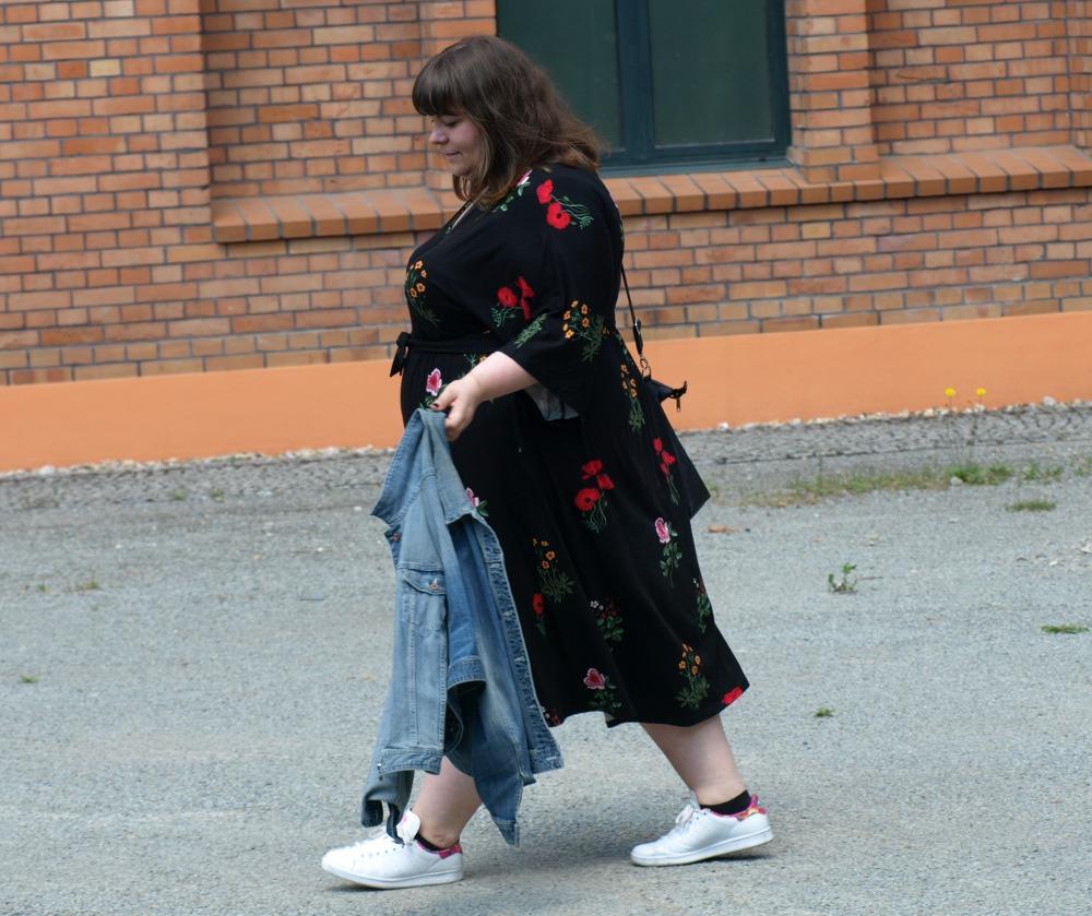 Plus Size Outfit - Kimonokleid mit Blumen