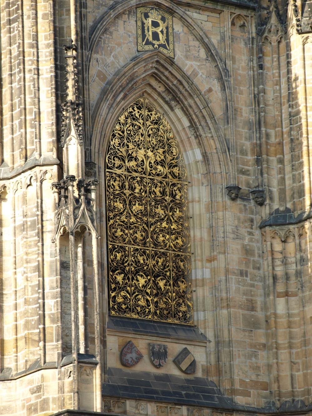 Goldenes Fensterdetail am Veitsdom