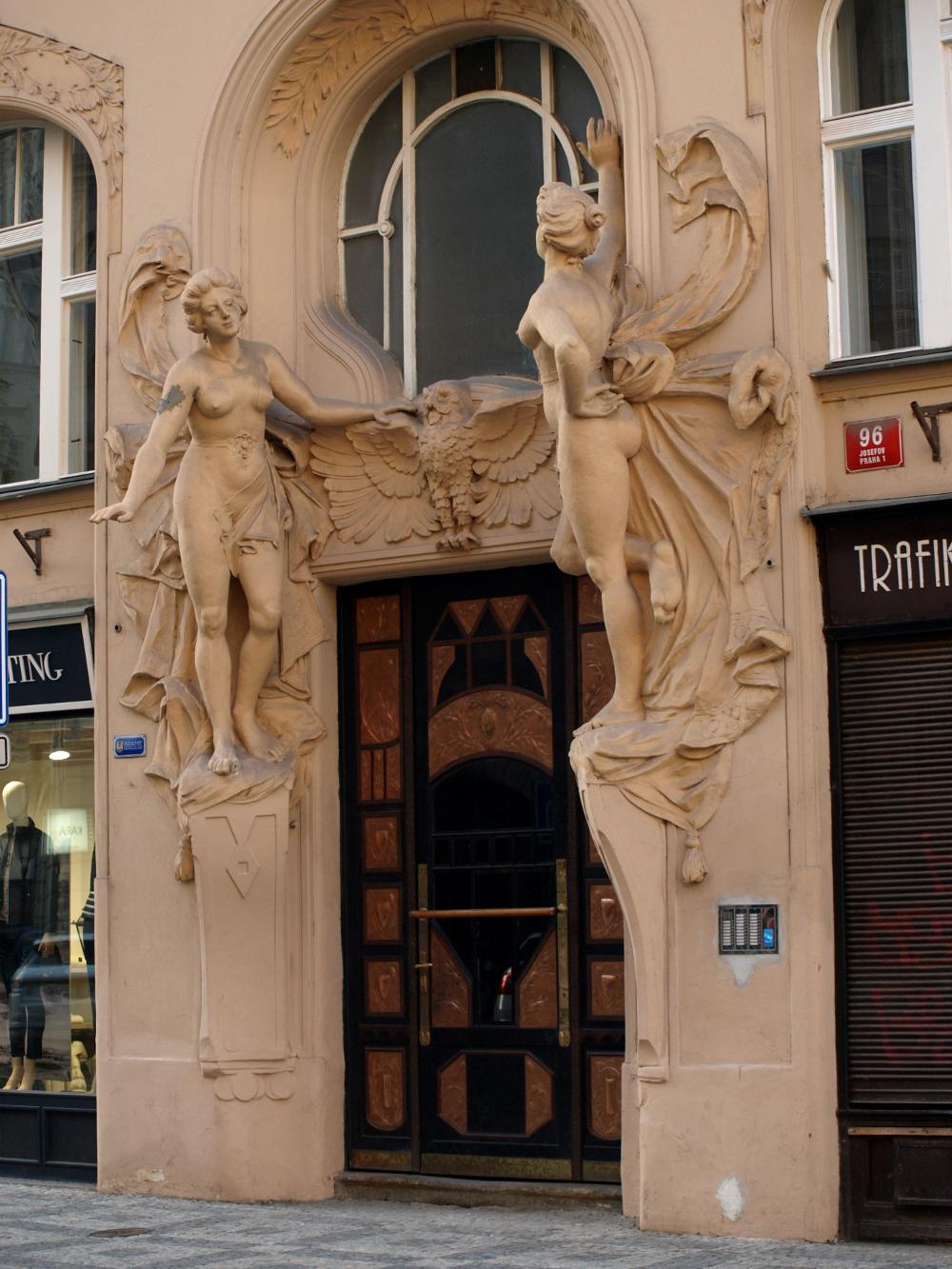 Prager Hauseingang im Jugendstil