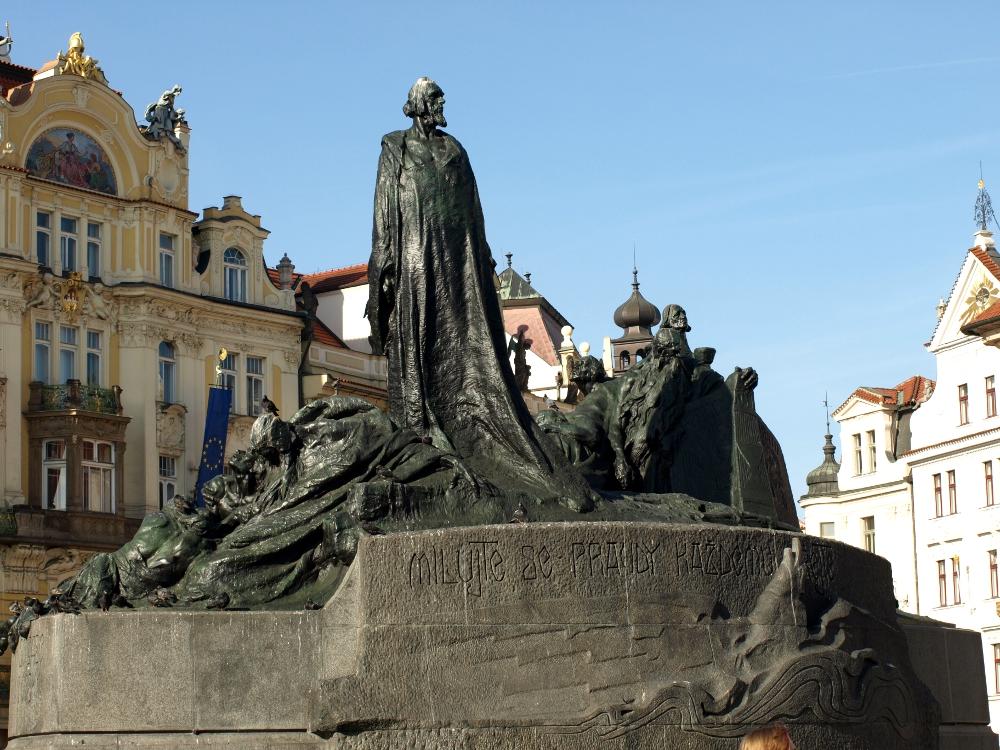 Jan-Hus-Jugendstildenkmal in Prag auf dem Altstädter Ring