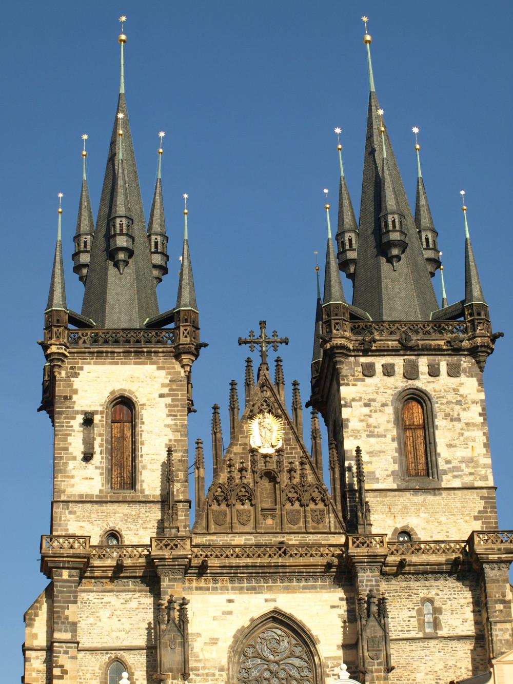 Türme der Prager Teynkirche