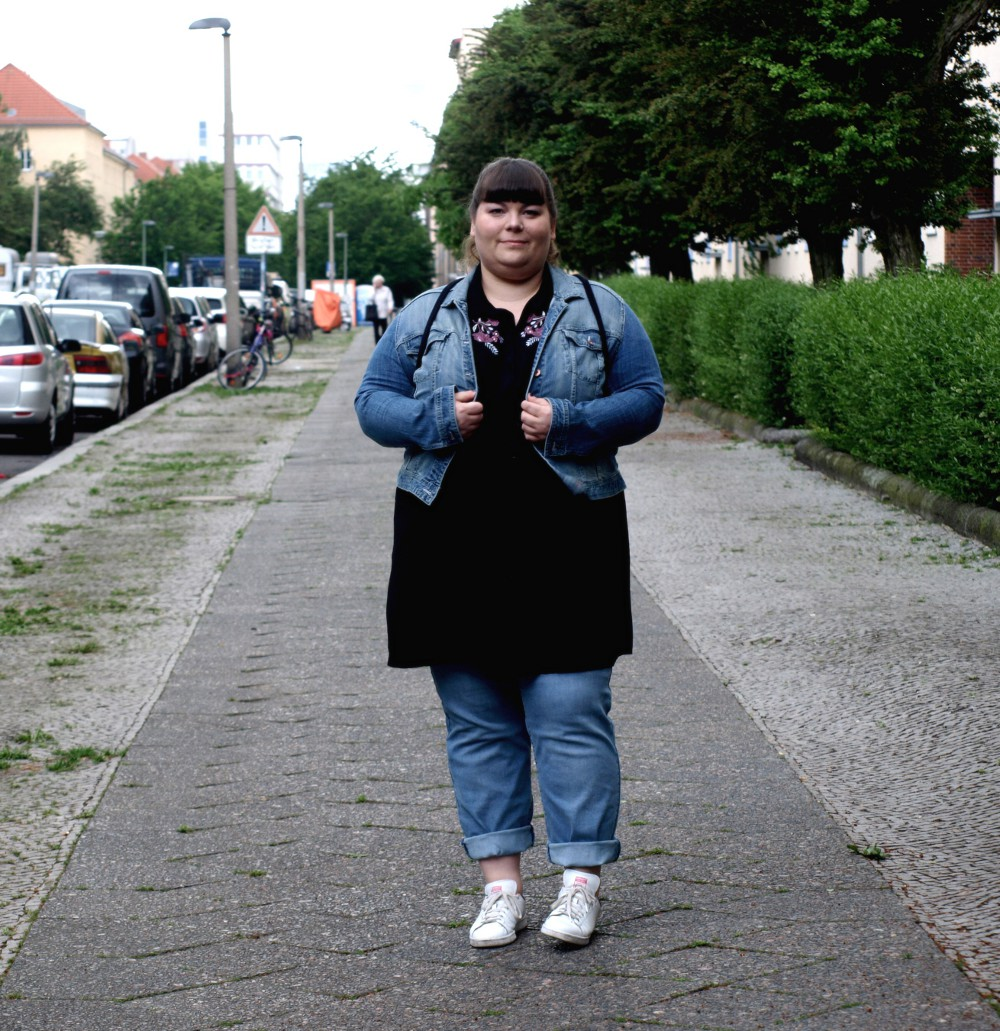 Sommerliches Plus Size Jeans-Outfit